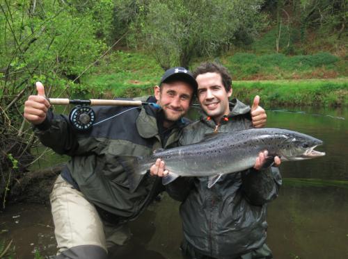 histoire de pêche, gros saumon à la mouche, gros saumon breton, saumon 12 livres à la mouche, saumon en Bretagne à la mouche, gros saumon, jean-baptiste vidal Moniteur-Guide de pêche, Enjoy Fishing