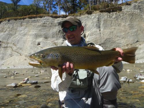 histoire de pêche, grosse truite à la mouche, grosse truite en sèche, pêche de la truite en Nouvelle Zélande, ,jean-baptiste vidal moniteur-guide de pêche,enjoy fishing